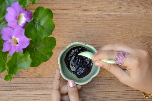 stretch mark removal at home with coffee scrub