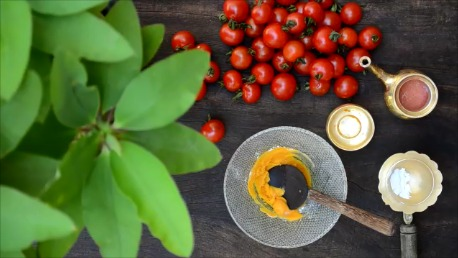 Tomato & Turmeric Face Pack For Blackheads