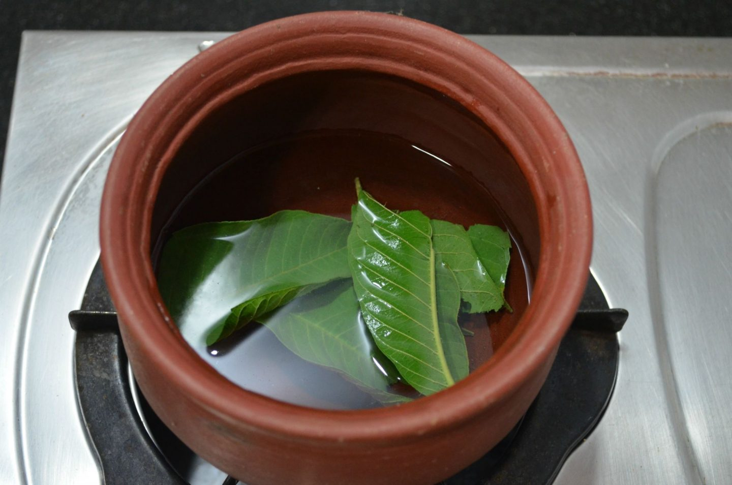 guava leaf paste for hair