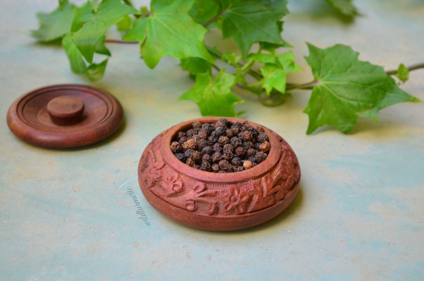 15 Top Benefits Of Black Pepper (Kali Mirch) For Hair, Skin & Health